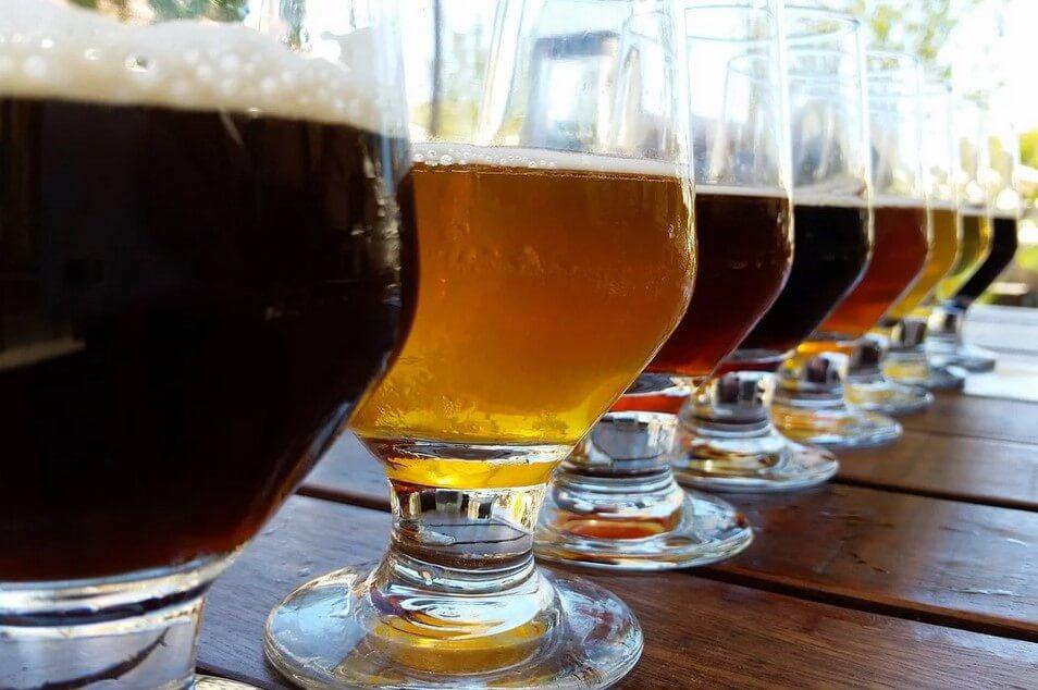 https://www.todoinprague.com/wp-content/uploads/2020/02/beer-tasting.jpg