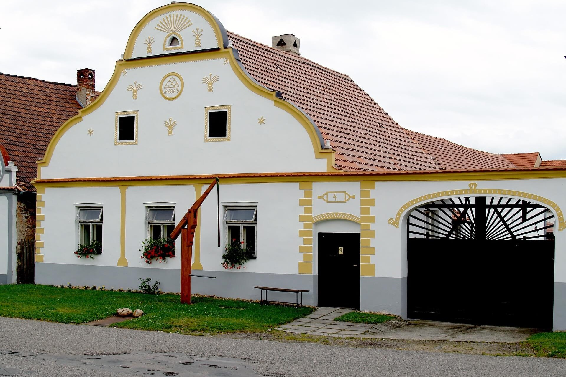 holasovice-traditional-house-czech-republic