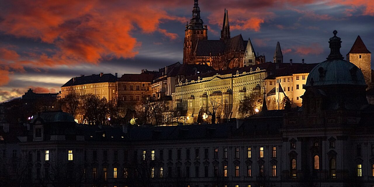 https://www.todoinprague.com/wp-content/uploads/2020/02/prague-castle-at-night-1280x640.jpg