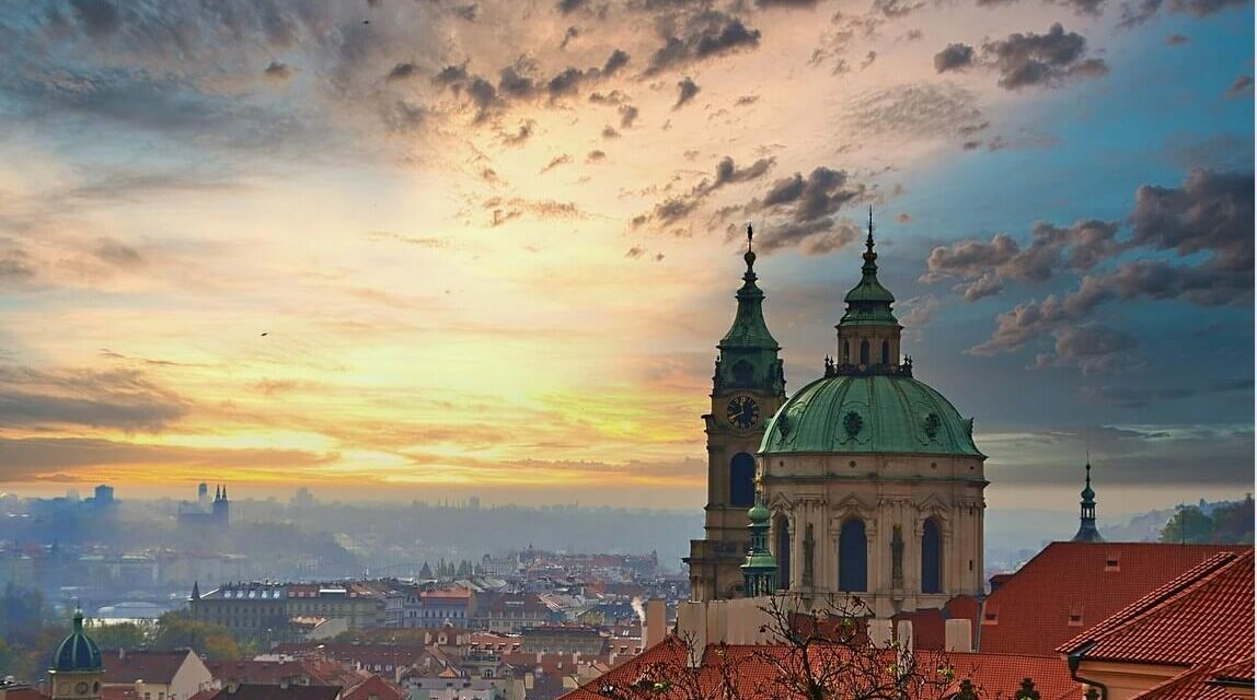 https://www.todoinprague.com/wp-content/uploads/2020/02/prague-city-spires-1148x640.jpg