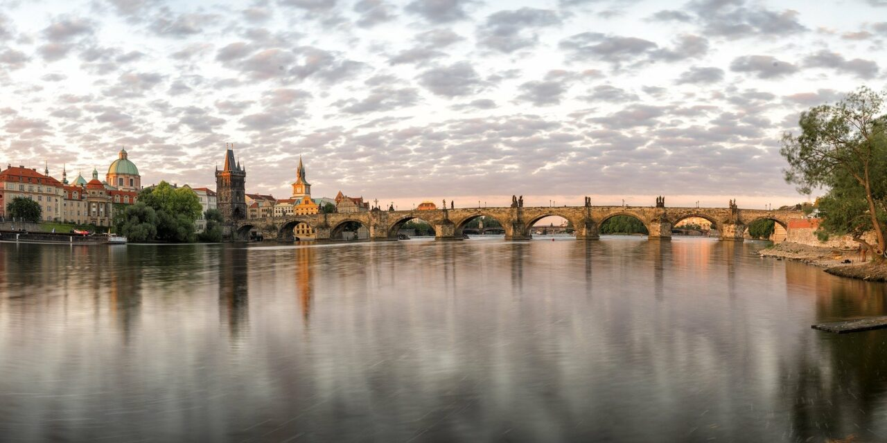https://www.todoinprague.com/wp-content/uploads/2020/02/prague-panorama-vltava-river-charles-bridge-1280x640.jpg