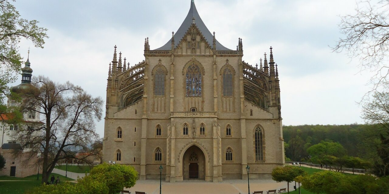 https://www.todoinprague.com/wp-content/uploads/2020/02/st-barbara-cathedral-kutna-hora-1280x640.jpg