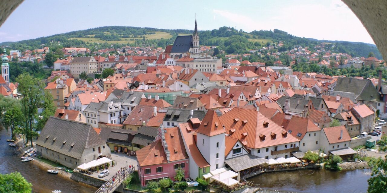 https://www.todoinprague.com/wp-content/uploads/2020/02/view-cesky-krumlov-south-bohemia-1280x640.jpg
