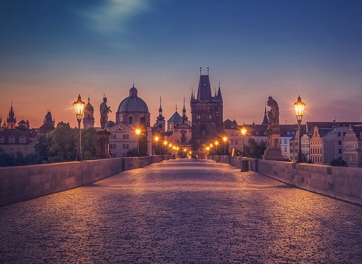 https://www.todoinprague.com/wp-content/uploads/2020/03/charles-bridge-night.jpg