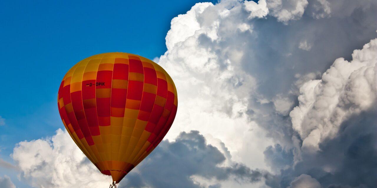 https://www.todoinprague.com/wp-content/uploads/2020/03/hot-air-balloon-private-tour-prague-1280x640.jpg