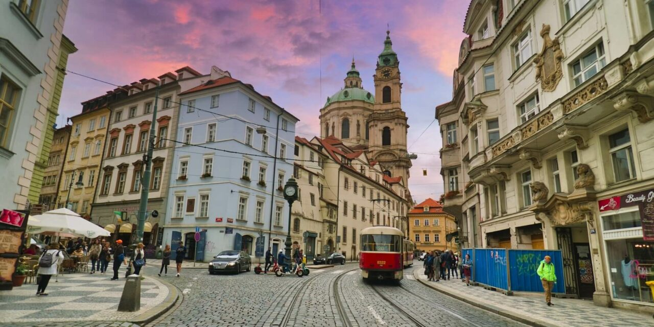 https://www.todoinprague.com/wp-content/uploads/2020/03/prague-public-transport-1280x640.jpg